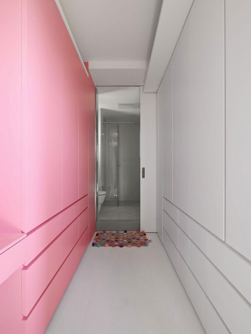 Интерьер современной квартиры приправленный красками (13)