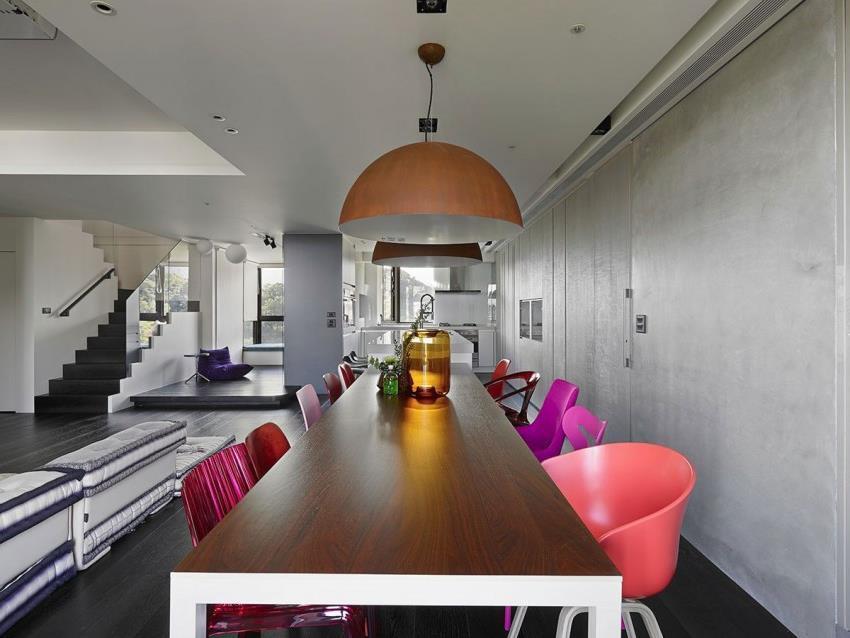 Интерьер современной квартиры приправленный красками (5)