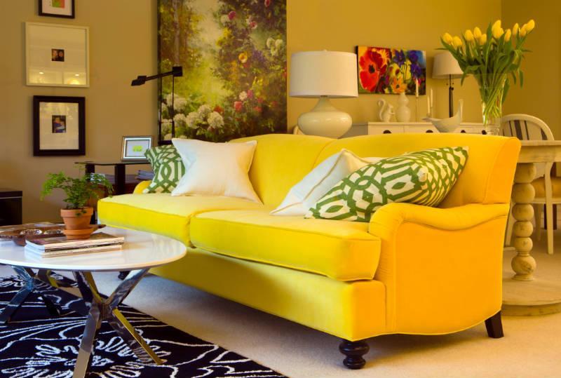 желтый цвет в интерьере гостиной4