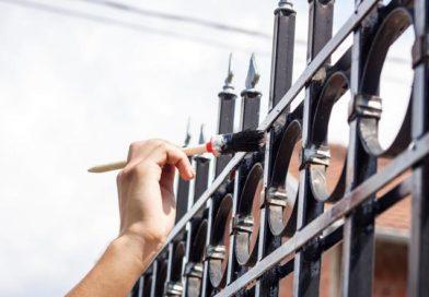 Тем, кто мечтает о кованной заборе посвящается: как его покрасить, чтобы через полгода он не покрылся ржавчиной
