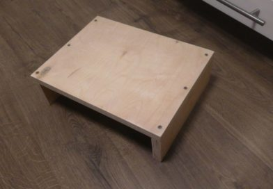 Сделал дочке-пианистке подставку для ног из обрезков дерева, которые попросил в магазине: делюсь схемой работ и что получилось в итоге