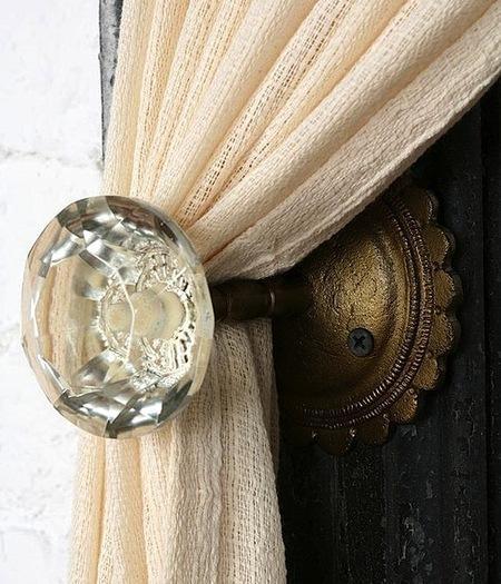 Интересные способы использования дверных ручек