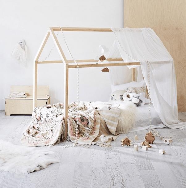 Как сделать простую кроватку для ребенка из дерева. ТОП 30