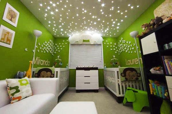 Правильная подсветка обеспечит объемный эффект и сделает из комнаты произведение футуристического искусства.