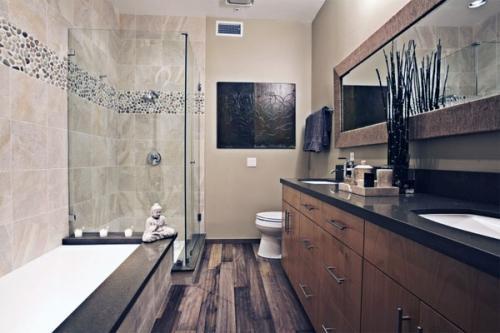 Современная ванная с деревянным полом