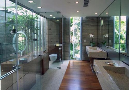 современный дизайн ванной комнаты деревянный пол