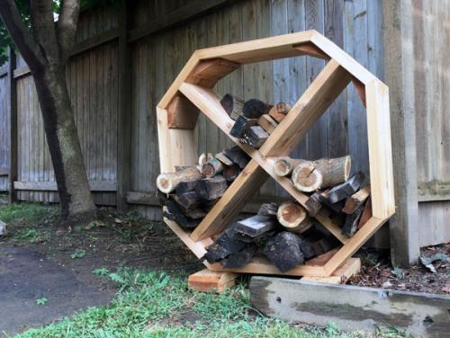 Стильная восьмиугольная дровяная стойка