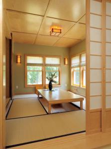 минималистская столовая японский стиль