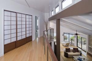 современный дом минималистский дизайн интерьера двери седзи