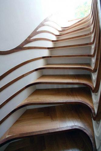 уникальная современная лестница из дерева