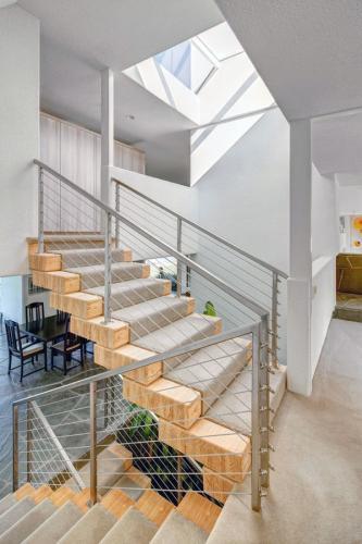 потрясающий дизайн лестничного стекла