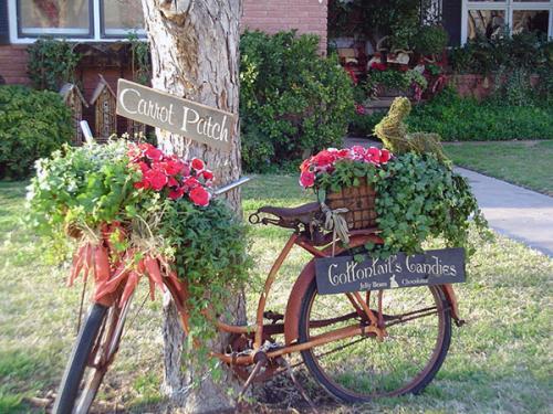 Старый велосипед цветник