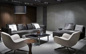 Современный дизайн серый цвет стен диван кресла ковровое покрытие