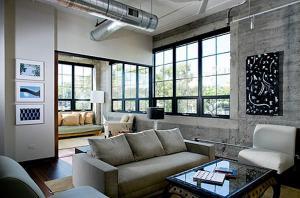 Современный серый диван бетонную стену белый стул
