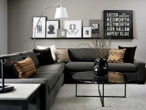 Серый цвет стены угловой диван пол лампа настенная полка