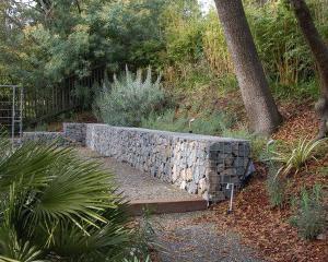 Архитектура идеи бетонные стены лестница деревянный путь