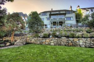 Красивые и садовые каменные стены