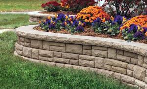 Красивый сад из камня изогнутые стены