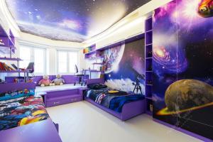 Звездное небо детская в фиолетовых тонах