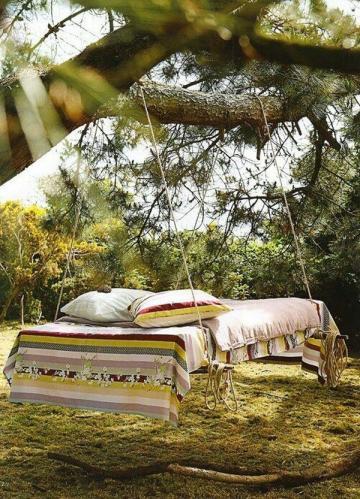 Кровать качели в сад из поддонов