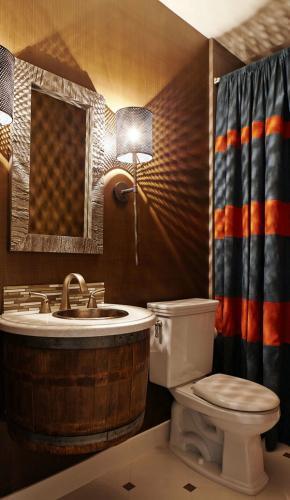Ванная комната дизайн металл стена бра освещение