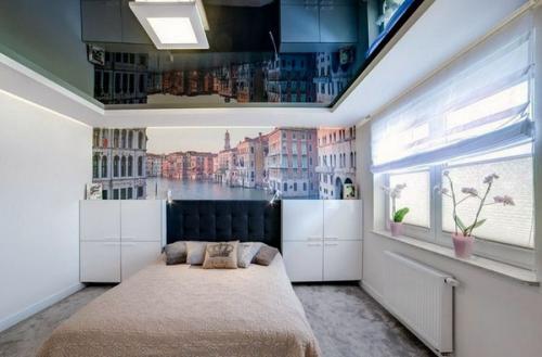 красивые темно-серые настенные шкафы с высокими спинками белые стены
