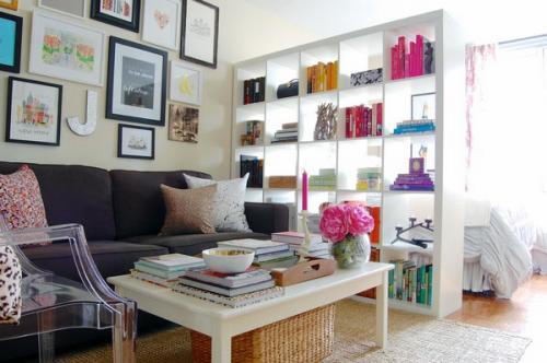 идеи кубические полки естественный свет гостиная спальня разделитель