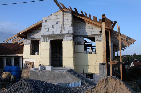 Из чего построить современный дом.