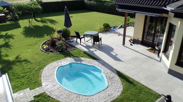 Небольшой бассейн для плавания