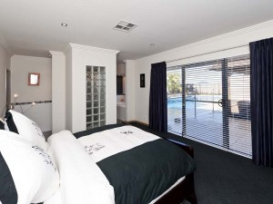 Балкон в спальне balkon-v-spalne-27