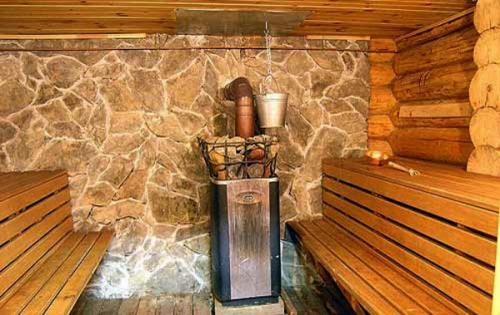 Декоративная отделка бани камнем