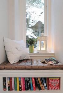 Шикарный оконный уголок с пуховыми подушками скрытая книжная полка