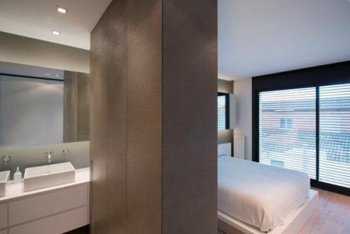 современная минималистская спальня белая
