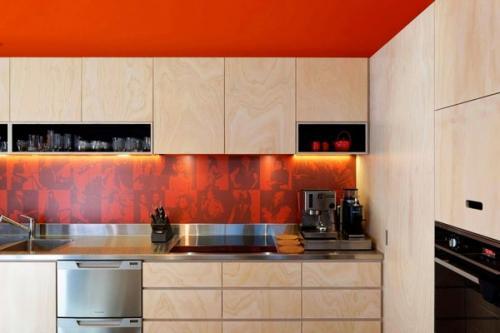 Белые шкафы с современным минималистским дизайном кухни